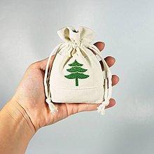 Úžitkový textil - Bavlnené vrecúško vyšívané stromčeky (•) - 11196524_