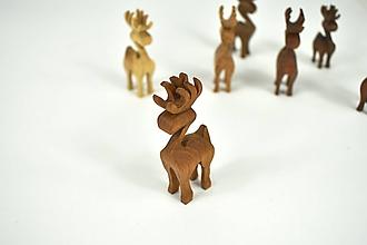 Dekorácie - Vianočný sob - malá drevená figúrka (Maťko (bledohnedý)) - 11198179_