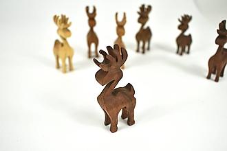 Dekorácie - Vianočný sob - malá drevená figúrka (Paťko (hnedý)) - 11198183_