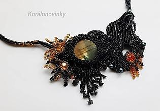 Náhrdelníky - Šitý korálkový náhrdelník z drahých kameňov a minerálov - ručné šitie - 11196957_
