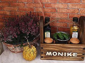 Nábytok - Darčeková drevená korenička s menovkou - 11195572_