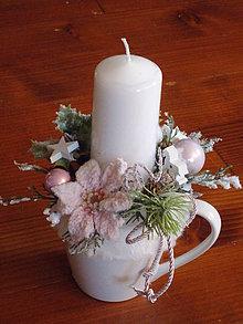 Dekorácie - Ružový vianočný svietnik - hrnček so sviečkou a kožušinkou - 11195678_