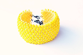 Náramky - náramok capricho z brúsených korálikov (náramok capricho žltý) - 11200943_