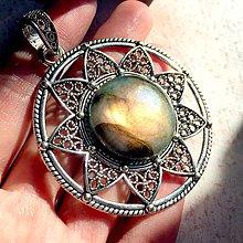 Náhrdelníky - Natural Labradorite & Antique Silver Necklace Talisman / Výrazný náhrdelník - amulet so zeleným labradoritom #1460 - 11202353_