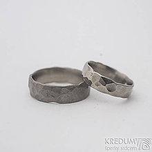 Prstene - Kovaný prsten Draill titan lesklý - duplikát obrůčky - 11199380_