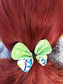 Ozdoby do vlasov - Gumička do vlasov - veselý zelený motýlik - 11202080_
