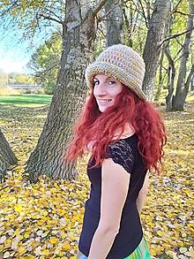 Čiapky - Háčkovaný klobúčik v svetlejších odtieňoch - 11202288_