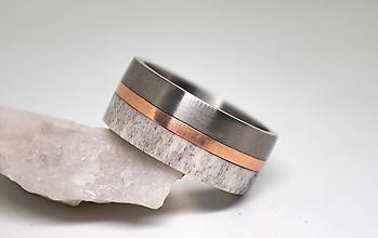 Prstene - Titanový prsteň s parožím - 11202095_
