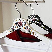 Nábytok - Sada maľovaných vešiakov Anička a Janíčko - 11202517_
