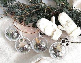 Dekorácie - Vianočné gule 4 ks bielo zlatá - 11202507_