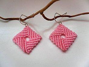 Náušnice - ružové štvorčeky - 11202473_