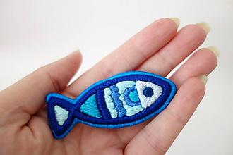 Odznaky/Brošne - Vyšívaná brošňa - Modro modrá rybka - 11202658_