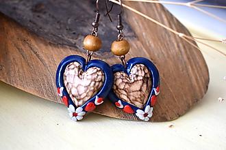 Náušnice - modro-červené folk náušnice s lipovými  srdiečkami - 11201962_