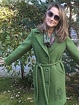 Kabáty - vlnený zimný kabát s výšivkou - 11199446_
