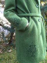 Kabáty - vlnený zimný kabát s výšivkou - 11199447_