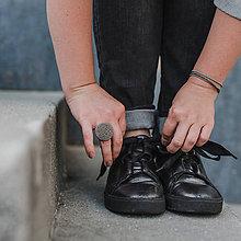 Prstene - BUTTON {L} výrazný šedý prsteň s kovovým leskom - 11201843_