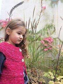 Detské oblečenie - vesta pre dievcatko_rucne pradene merino - 11204815_