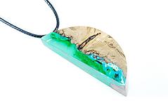 Náhrdelníky - Drevený náhrdelník - lesný mesiac - 11204051_