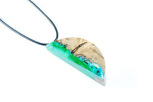 Drevený náhrdelník - lesný mesiac