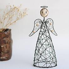 Socha - anjelka- svietnik (anjel s drevenými korálikmi) - 11206912_