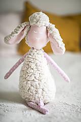 Hračky - Ovka nohatá s mosadznou rolničkou a mašľou (Béžová-staroružové-telové- bodkované ružové hnátiky) - 11208694_