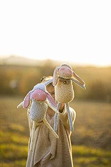 Hračky - Ovka nohatá s mosadznou rolničkou a mašľou (Modrá - maslové/krémové hnátiky) - 11208706_