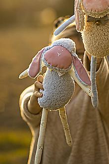 Hračky - Ovka ušatá s mosadznou rolničkou a mašľou (Modrá) - 11208832_
