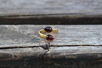 Prstene - Granát-pozlátený prsteň zo striebra - 11208411_