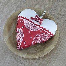 Úžitkový textil - RADANA červeno-biele Vianoce - dekoračné srdiečko 13x13 - 11206759_