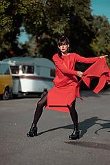 Šaty - FNDLK úpletové šaty 437 RVL midi s rozparkami - 11210701_