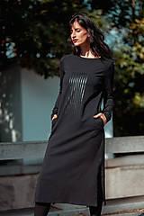 Šaty - FNDLK úpletové šaty 438 RVL midi s rozparkama - 11210728_
