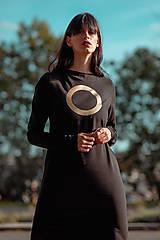 Šaty - FNDLK úpletové šaty 439 RVL midi s rozparkama - 11210741_
