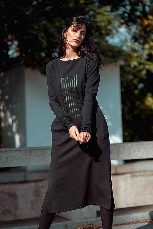 FNDLK úpletové šaty 438 RVL midi s rozparkama
