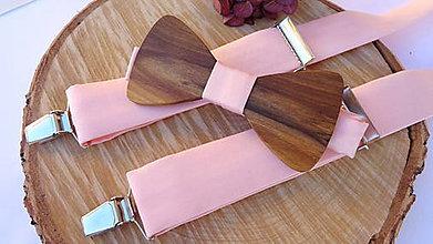 Doplnky - Pánsky drevený motýlik orech + pudrovo ružové traky - 11211884_