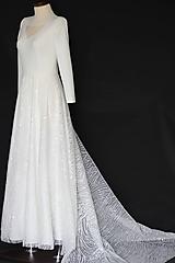 Šaty - Svadobné šaty s elastickým živôtikom a vyšívanou sukňou - 11212282_