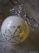 Dekorácie - BIELO STRIEBORNÉ vianočné gule s 3D fotkou (vzor na bokoch a na zadnej strane) - 11210432_