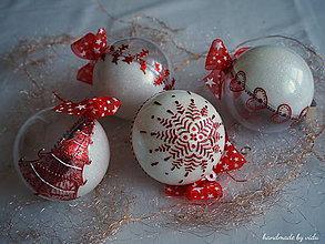 Dekorácie - BIELO ČERVENÉ vianočné gule s 3D fotkou (vzor na bokoch) - 11210365_