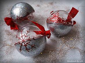 Dekorácie - STRIEBORNO ČERVENÉ vianočné gule s 3D fotkou - 11210380_