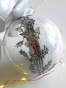 Dekorácie - BIELO STRIEBORNÉ vianočné gule s 3D fotkou (vzor na bokoch) - 11210416_