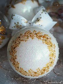 Dekorácie - BIELO ZLATÉ vianočné gule s 3D fotkou (vzor na bokoch a na zadnej strane) - 11210451_