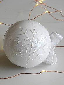 Dekorácie - BIELE vianočné gule s 3D fotkou (vzor na bokoch a na zadnej strane) - 11210541_