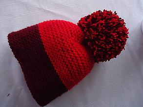 Čiapky - červeno-bordová čiapka s veľkým brmbolcom - 11216319_