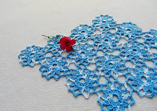 Háčkovaná dečka Modro-biele kvety
