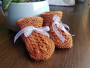Topánočky - Pletené papučky škoricovej farby - 11215530_