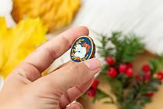Odznaky/Brošne - Ručně malovaná brož se spící polární liškou - 11216688_