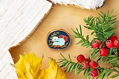 Odznaky/Brošne - Ručně malovaná brož se spící polární liškou - 11216692_
