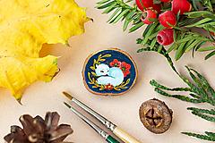 Odznaky/Brošne - Ručně malovaná brož se spící polární liškou - 11216693_