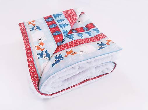 Biela ovečková deka s červeno-modrými zvieratkami 70*100cm