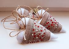 Dekorácie - Vianočné srdiečka s trblietavými bobuľkami - 11220478_