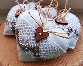 Dekorácie - Vianočné srdiečka s dreveným gombíkom III. - 11220541_